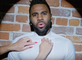 "Jason Derulo calienta la oficina en el vídeo de ""If It Ain't Love"""