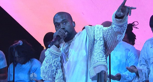 "Kanye West presenta ""Highlights"" y ""Ultralight Beam"" en 'SNL'"