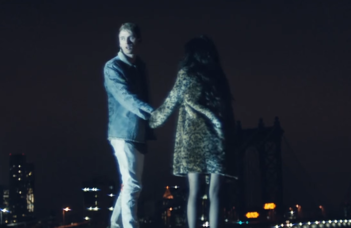 "Machine Gun Kelly y Camila Cabello estrenan el vídeo ""Bad Things"""