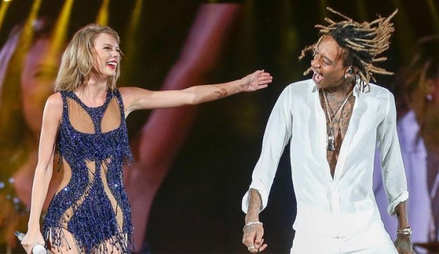 "Wiz Khalifa  y  Taylor Swift  interpretan ""See you again"" en Houston"